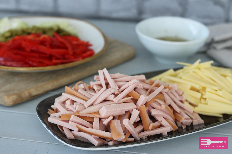 Der Wurstsalat ist einfach und schnell zuzubereiten...
