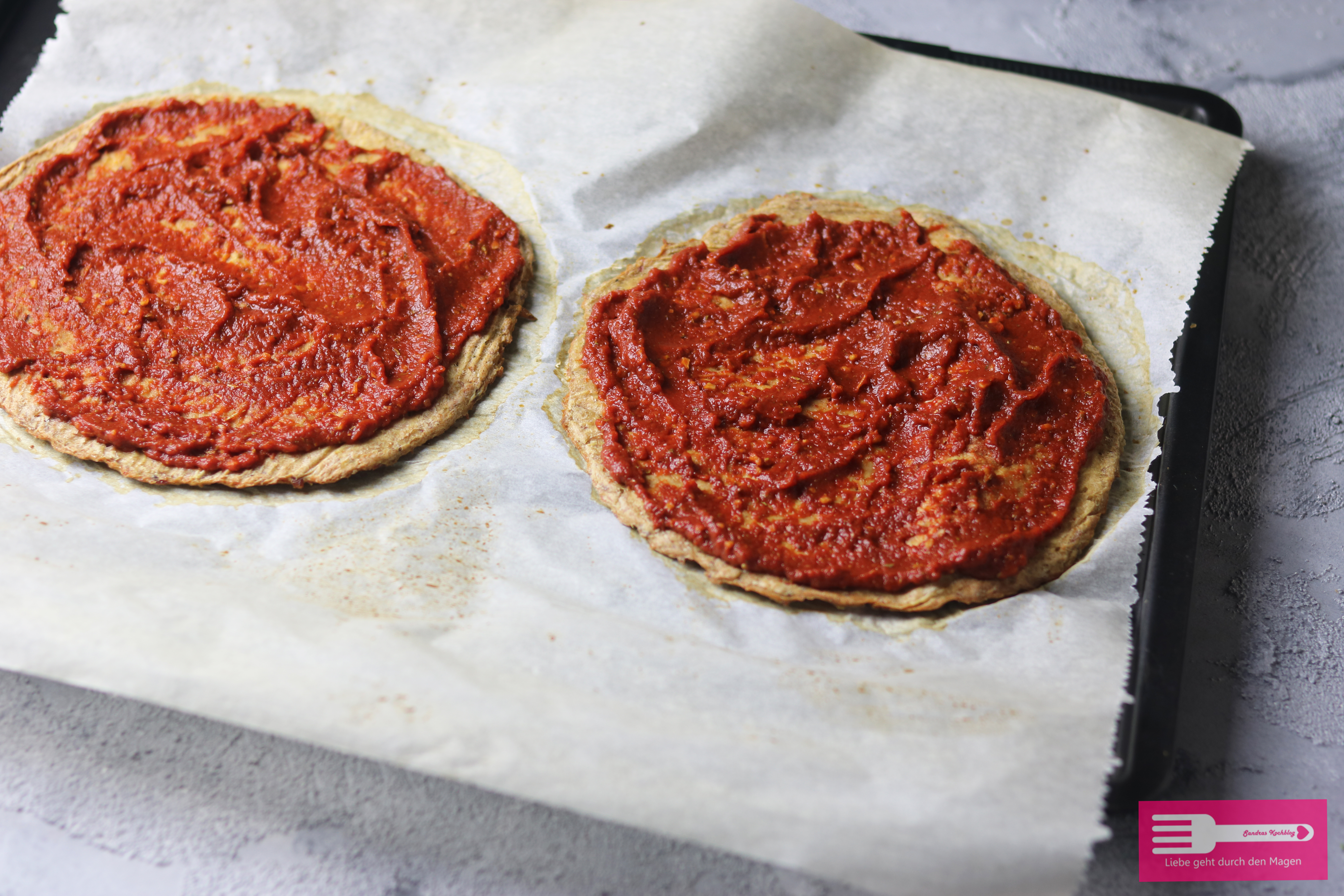 Low Carb Pizza mit Thunfischboden
