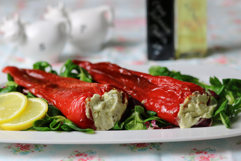 Spitzpaprika mit Schafskäse gefüllt Low Carb