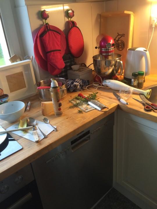 So sieht das dann schonmal in der Küche aus....obwohl ich ja eigentlich total ordentlich bin