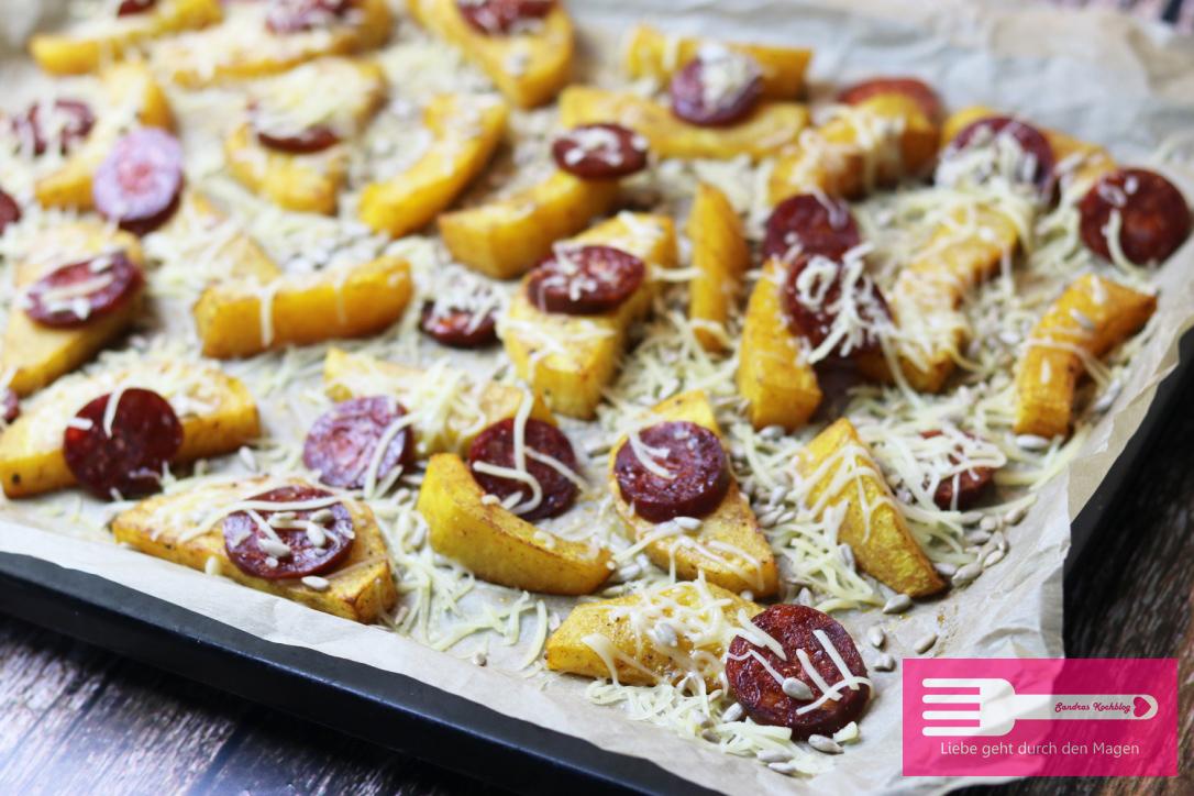 Kürbis Wedges mit Chorizo und Käse