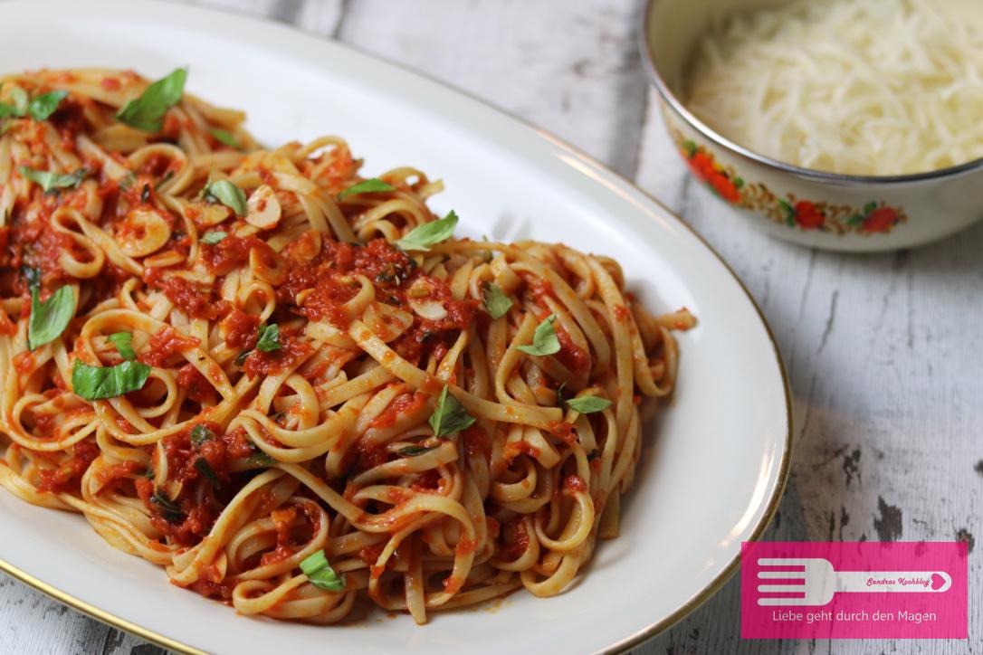 spaghetti mit tomatensauce jamie oliver sandras kochblog. Black Bedroom Furniture Sets. Home Design Ideas