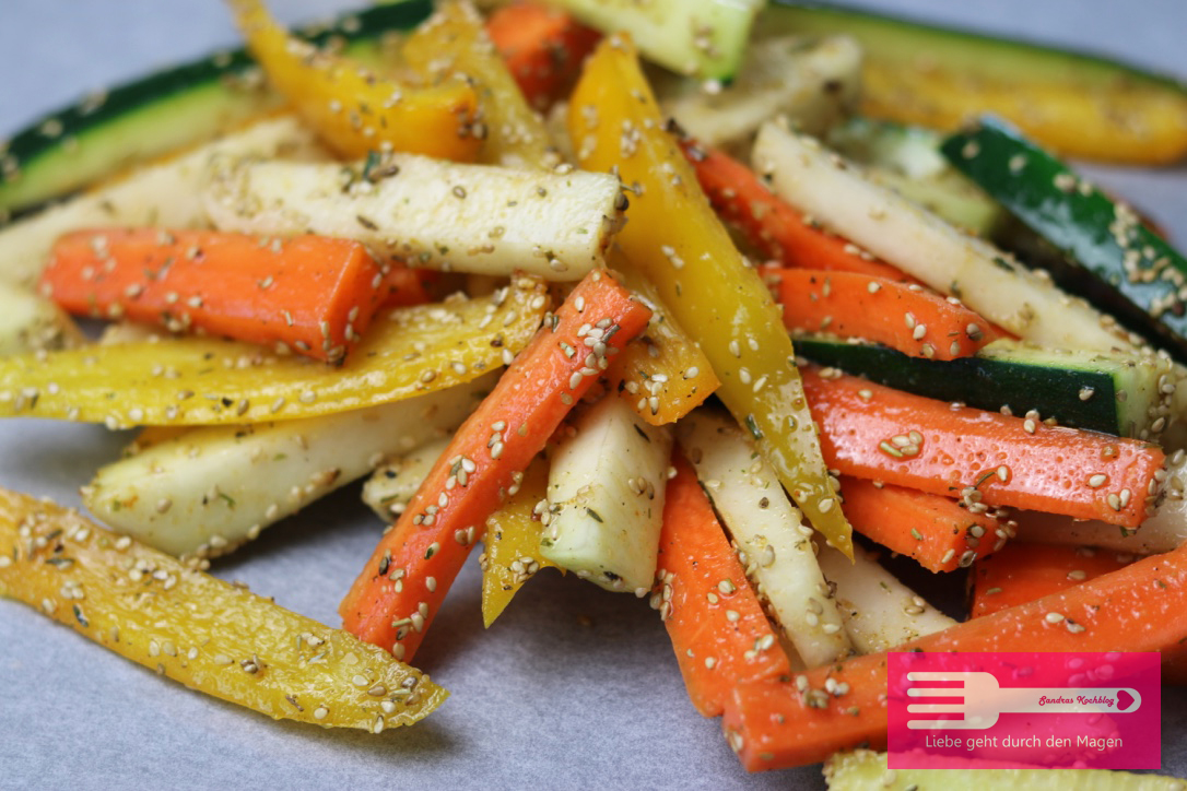 Gemüse Pommes aus Kohlrabi, Paprika, Möhren und Zucchini