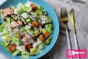 Omega3 Salat mit Lachs und Avocado
