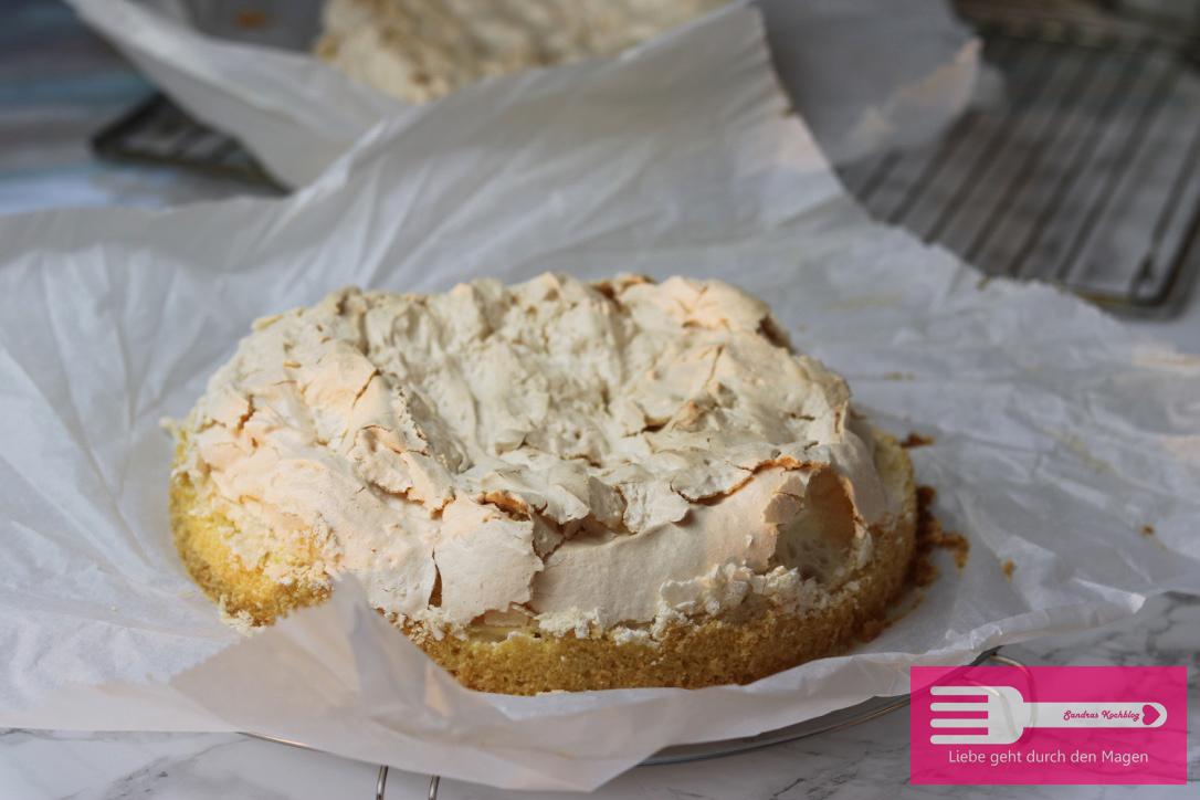 Stachelbeer Baiser Torte mit Biskuitboden