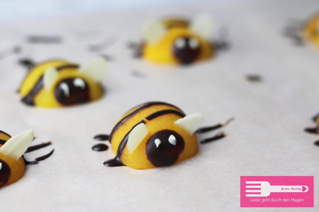 Bienen Torte mit Aprikosen und Fruchtspiegel