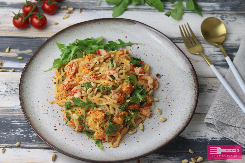 Low Carb Pasta mit cremiger Frischkäse Sauce und Flusskrebs