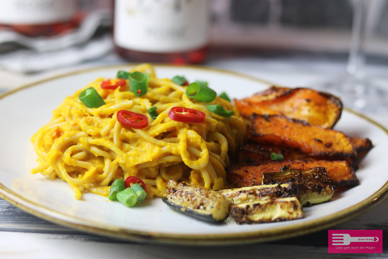 Süß scharfe Spaghetti mit Kürbis Sauce und Grillgemüse