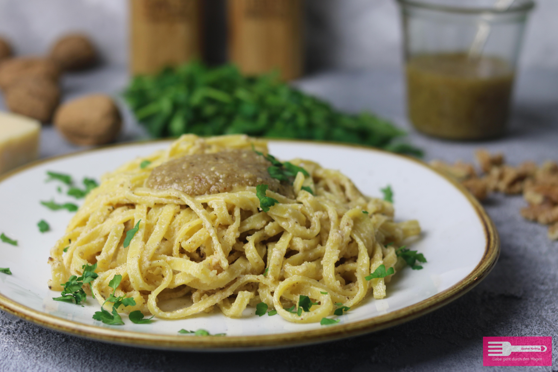Leckere Pasta mit selbst gemachtem Walnuss Pesto