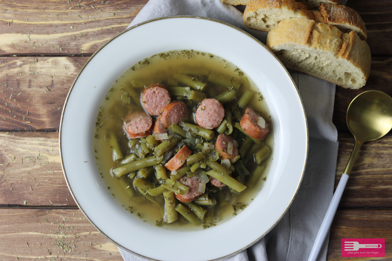 Schnibbelbohnen Suppe mit Mettwurst (Low Carb)