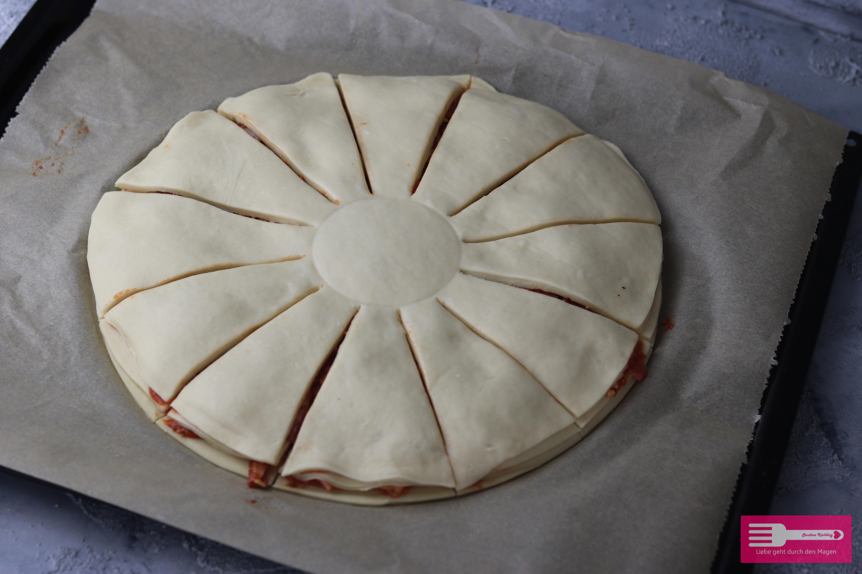 Pizzablume aus Hefeteig