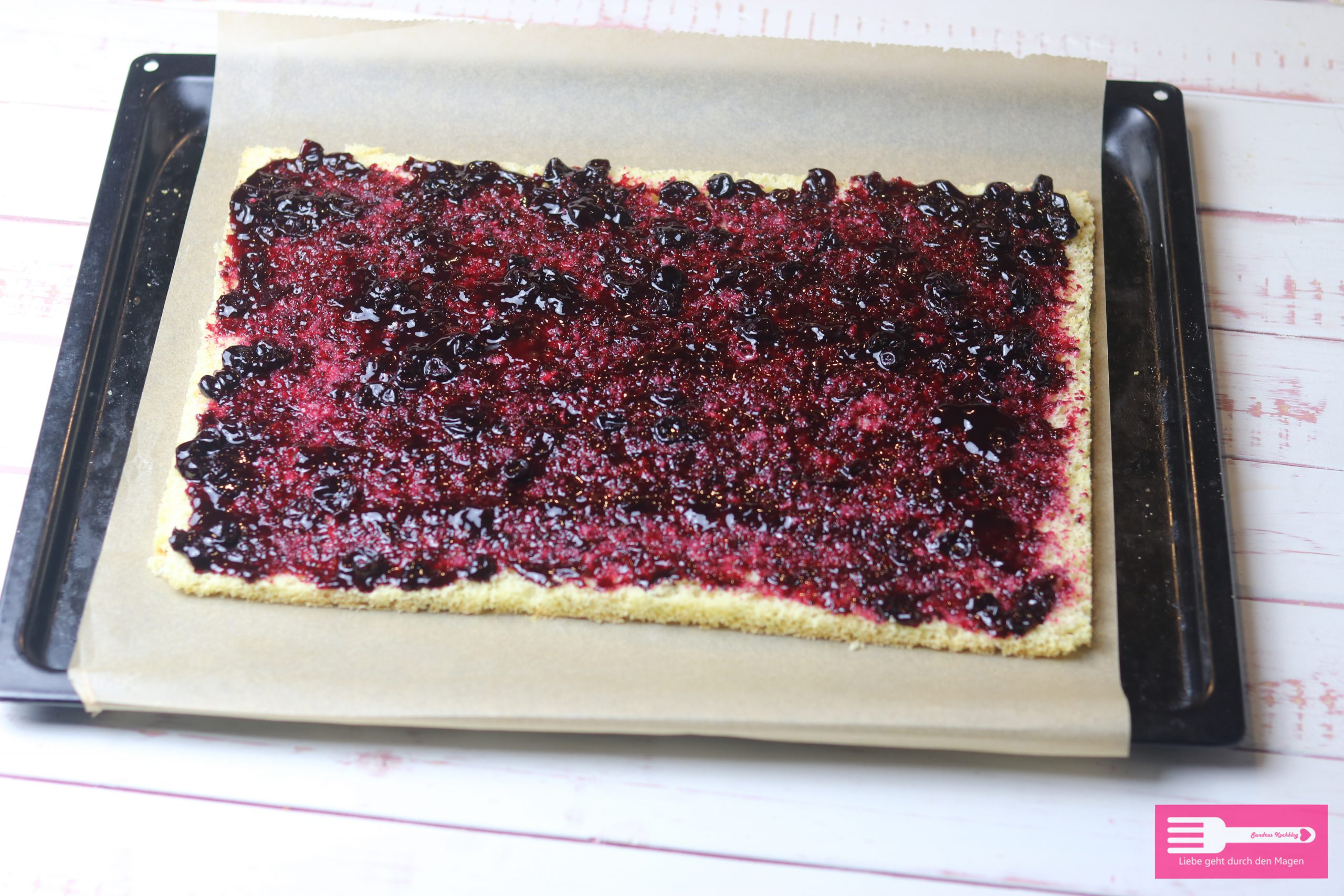Biskuitboden für Frankfurter Kranz Schnitten mit Heidelbeer Marmelade